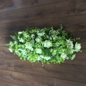 siska-lubach-rouwbloemwerk-veldachtig-wit-rouwarrangement-1